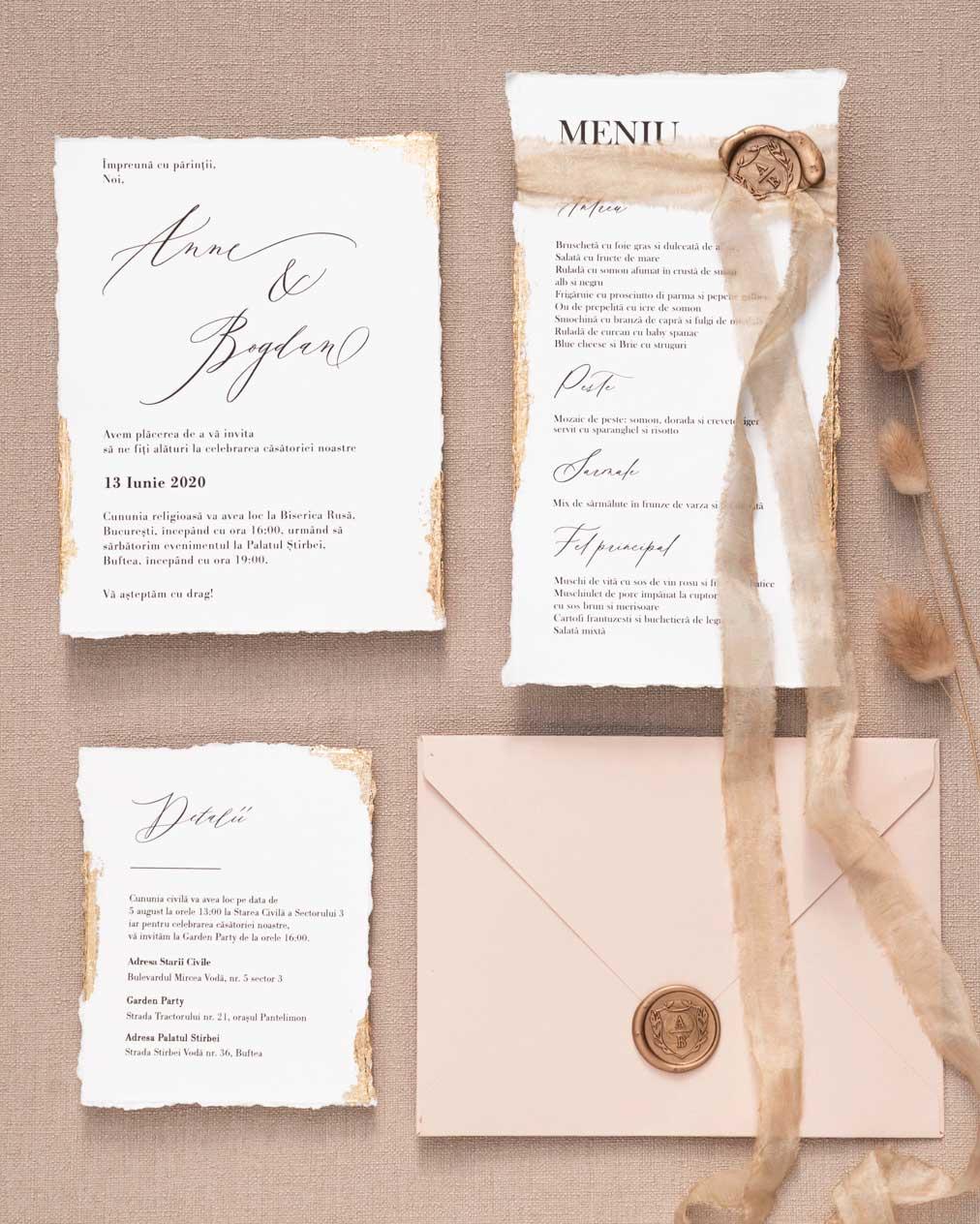invitatie de nunta cu margini nefinisate si foita aurie